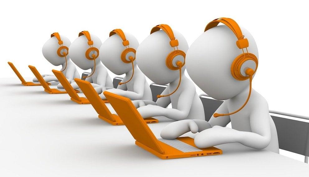 robot-chatbot-call-centre